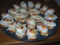 Montaditos de Huevos de Codorniz